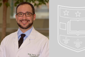 Brian Torres, DNP, CRNA, receives the Dean's Award for Exceptional Service